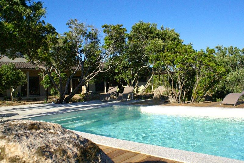Gîte de qualité avec piscine mer et maquis, holiday rental in Pianottoli-Caldarello
