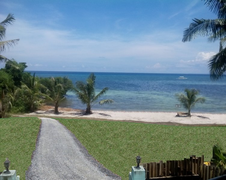 Beachfront Apartment Near Alona, Panglao + Scooters, vacation rental in Panglao Island