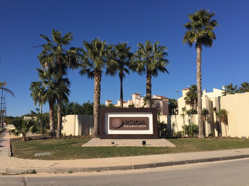 Spanish Holiday Home in Roda Golf Resort, location de vacances à San Javier