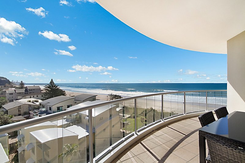 Palm Springs 604 - Absolute Beachfront, vacation rental in Burleigh Waters