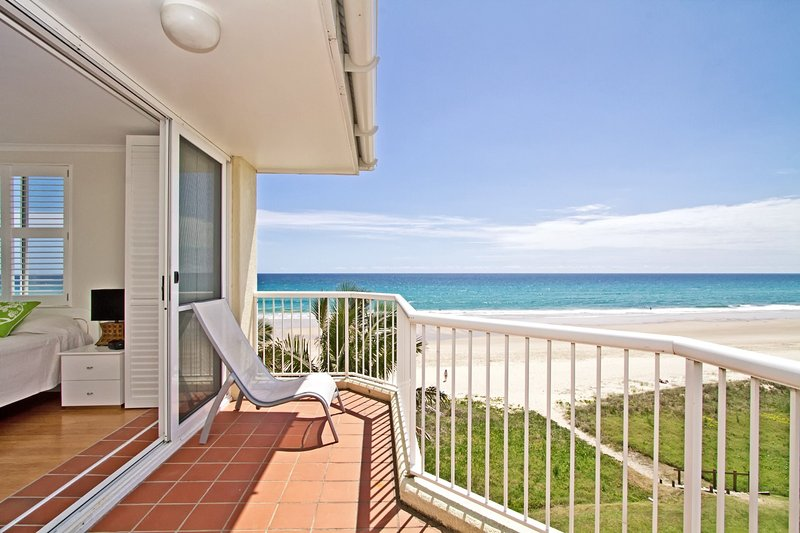 Crystal Beach  - Absolute Beachfront & Pool, vacation rental in Tallebudgera