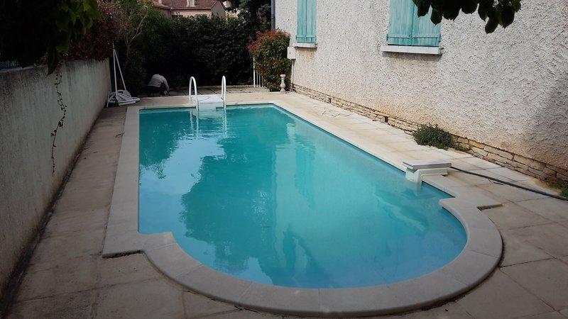 Beautiful apt with pool access, location de vacances à La Valette-du-Var