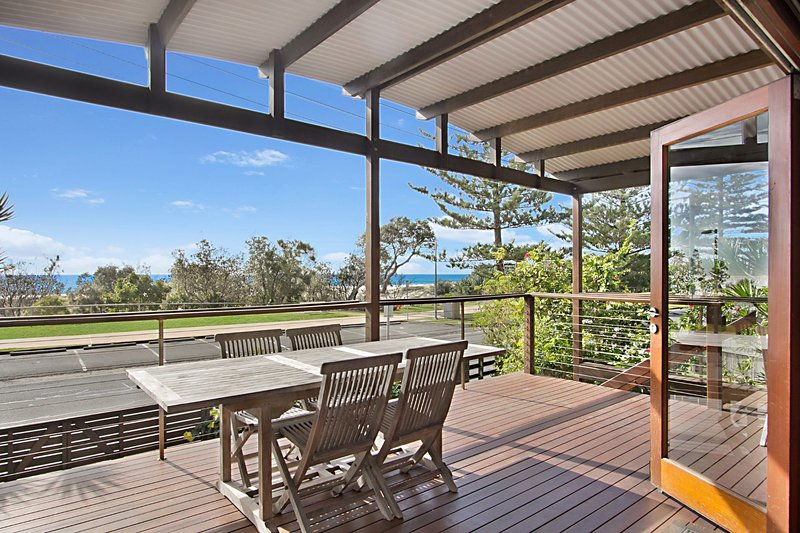 North Kirra Beach House - Beachfront and pet friendly!, holiday rental in Bilambil Heights