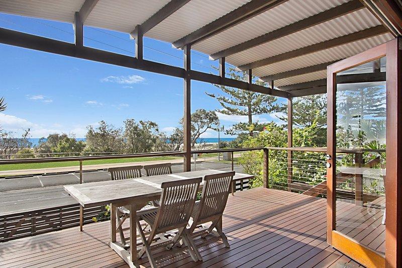North Kirra Beach House - Beachfront and pet friendly!, vacation rental in Bilinga