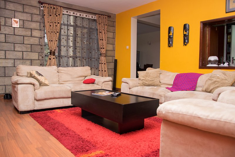A PRIVATE ROOM IN AN ELEGANT SHARED APARTMENT..., holiday rental in Nairobi