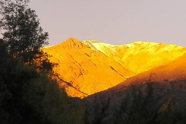 Cordillera con sol