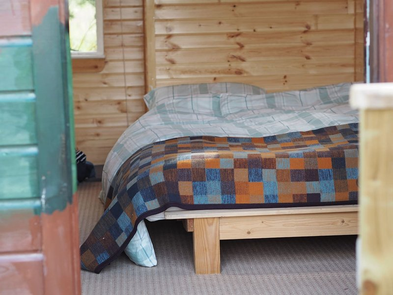 'Glamping' experience in Cosy Donegal Hut, vacation rental in Loughanure