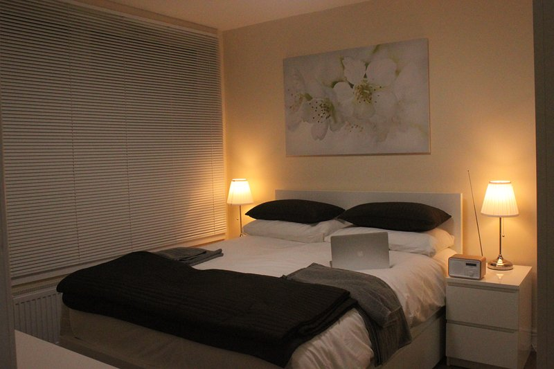 Double Bedroom Apartment, holiday rental in Slough