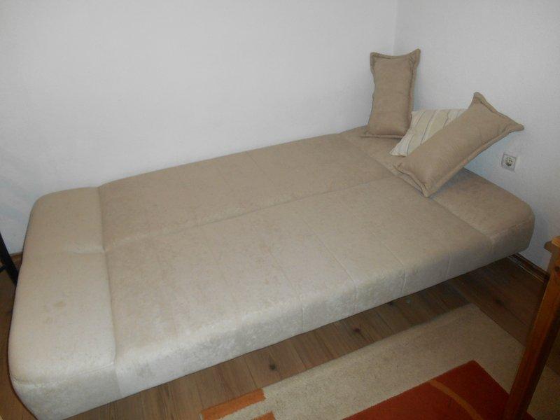 Cama desplegada (sábanas y ropa retirados, pero siempre están disponibles).