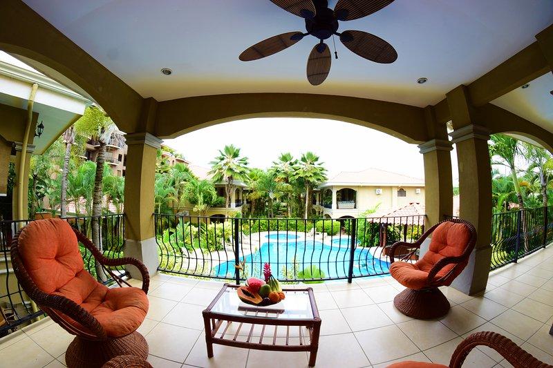 condo de luxe avec vue complète de la piscine