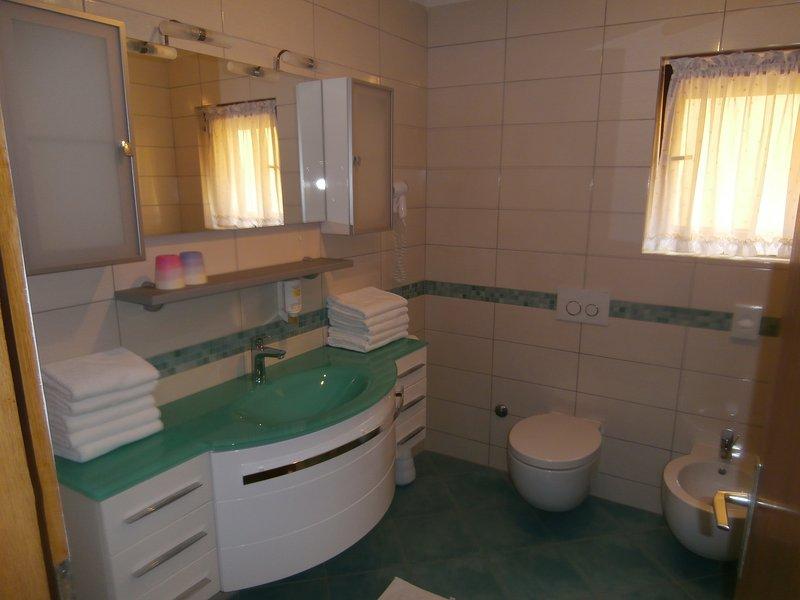 Salle de bains familiale au premier étage