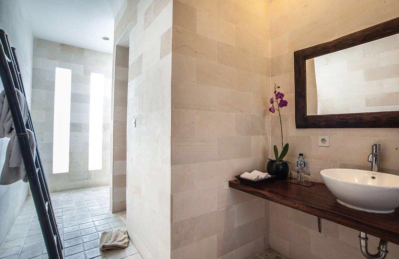 En-suite bathroom main villa