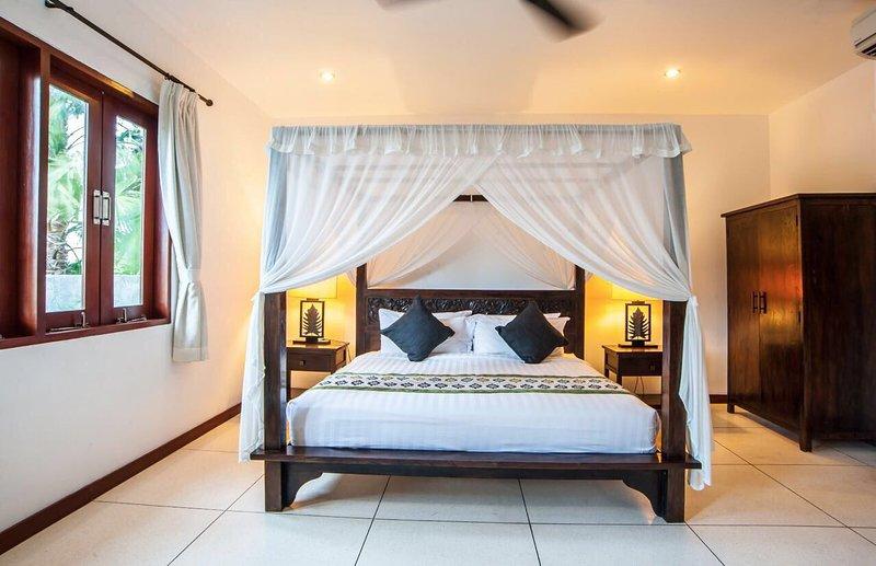 Bedroom main villa
