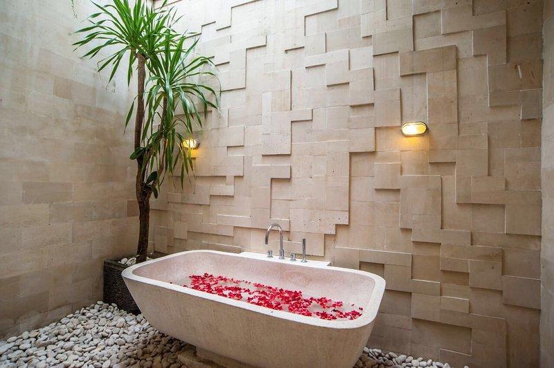 En-suite bathroom ground floor annex