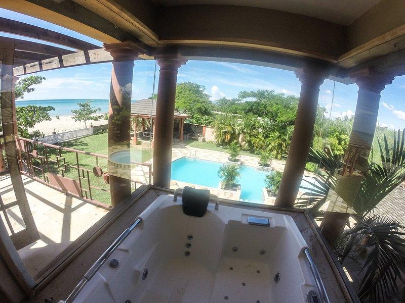 Las impresionantes vistas mientras se relaxina el jacuzzi suite principal