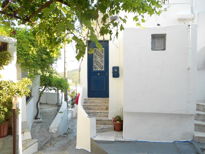 Eleimonitria house is waiting to host you in the heart of the Aegean Sea, holiday rental in Trachi