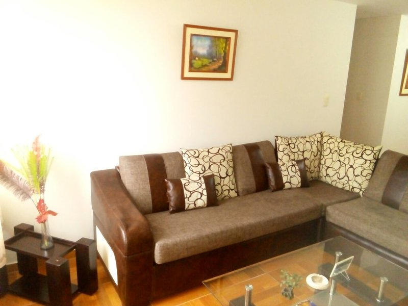 Beautiful apartment equipped (4th floor), residential zon. Living room, kitchen, wifi, tv cable.