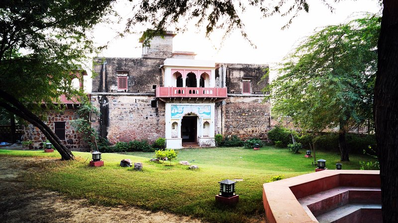Lal Darwaza - 100 Year old Manor near Gurugram, vacation rental in Gurugram (Gurgaon)