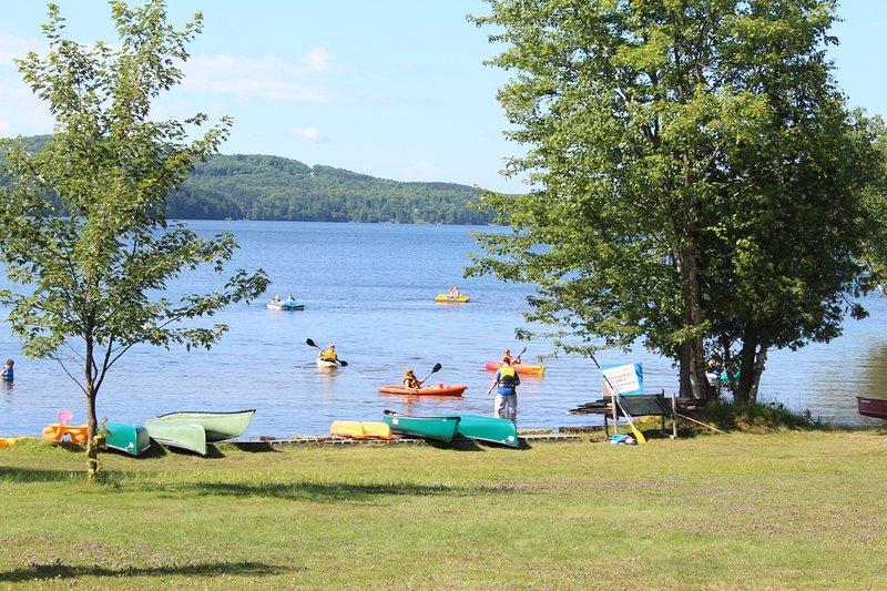 Hóspedes são convidados a utilizar os caiaques, canoas, pedalinhos e barcos a remo.