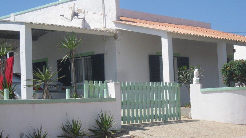Spacious house near the beach, holiday rental in Rogil