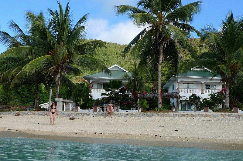 Villa Anse Possession se compose de 2 villas avec 2 étages en face de la plage