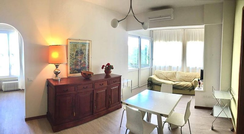 Beautiful apt with sea view, aluguéis de temporada em Rimini