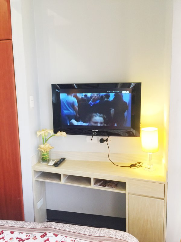 """32 """"TV LCD avec câble"""
