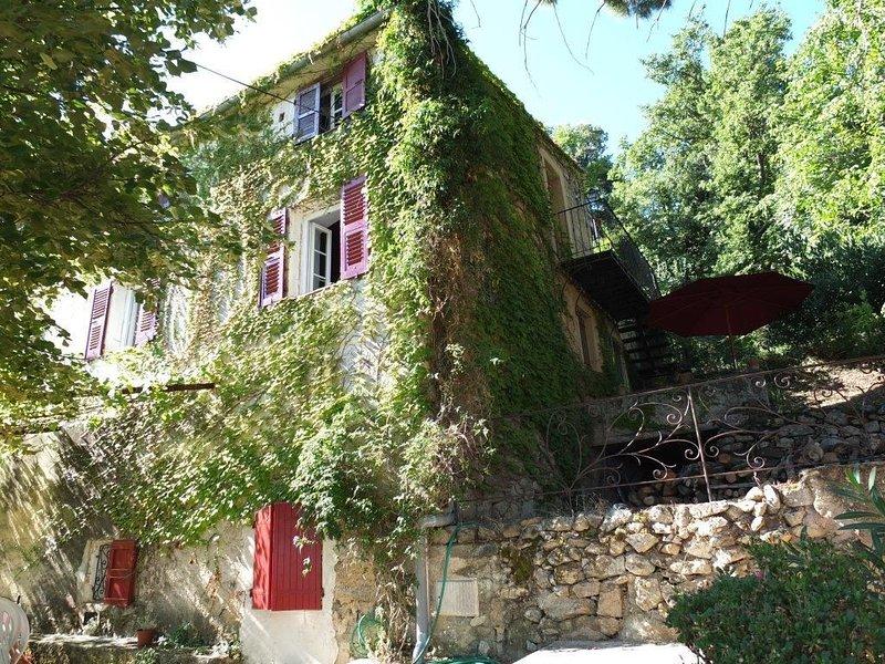 Spacious apartment with garden, location de vacances à Zilia
