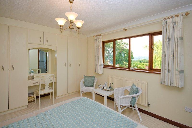 Dormitorio 1 que muestra vista a través del Vale
