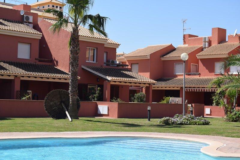 Large quality 3 bedroom house on Albertros 2, aluguéis de temporada em Islas Menores