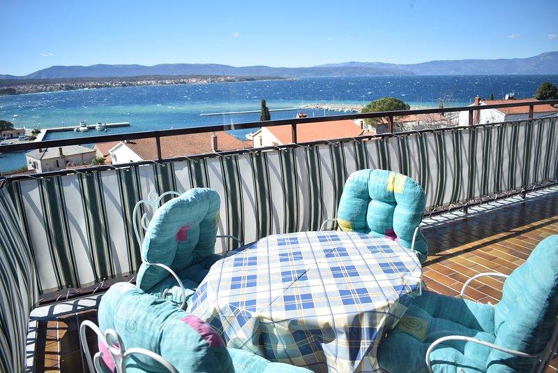 Der Blick vom Balkon zum Meer
