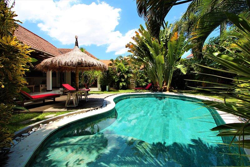 Luxury and peaceful big villa, pool table, center Seminyak., holiday rental in Seminyak