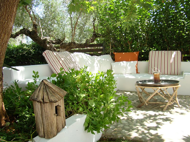 OWLIE' S HOUSE, vacation rental in Kalamata