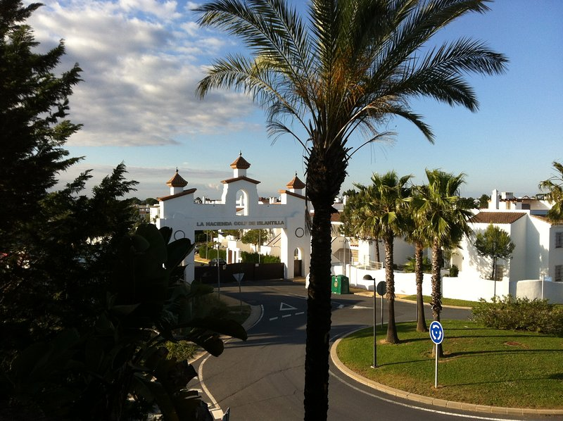 Cover and main entrance of the resort