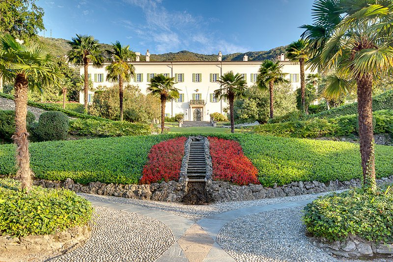 Como Nobile Main Villa + Bella Dependance for 26 people, holiday rental in Moltrasio