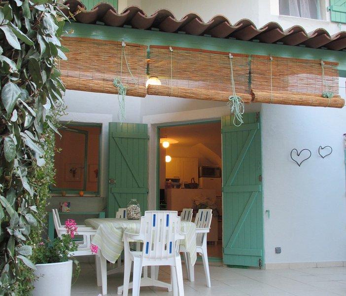 mini villa 250 m.dalla spiaggia di saint cipryen cancellazione sino a 14 giorni, location de vacances à Lecci