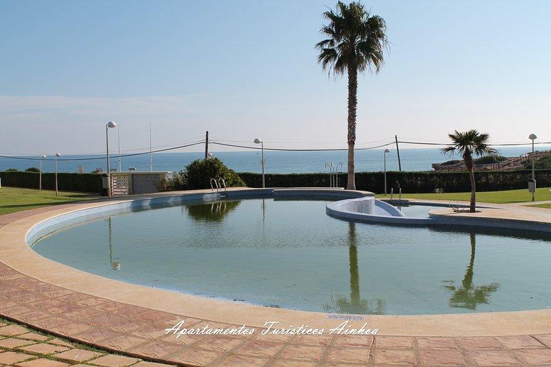 DUPLEX EN PRIMERA LINEA CON SOLARIUM PRIVADO WIFI PISCINA PARKING JARDIN, alquiler vacacional en Torreblanca