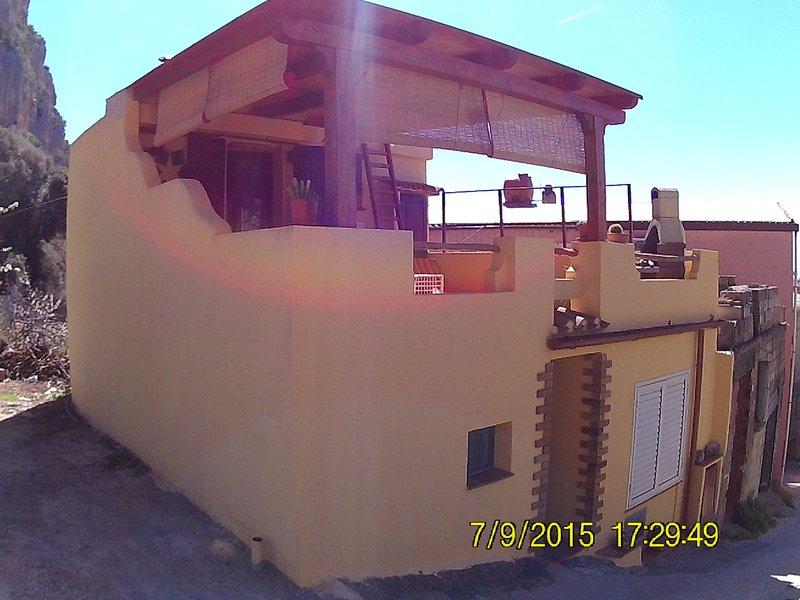 Casa orologio, holiday rental in Baunei