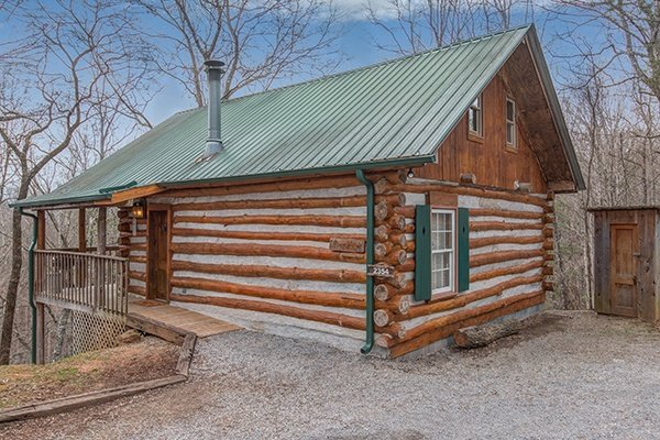 Real early pioneer style Pine log cabin!