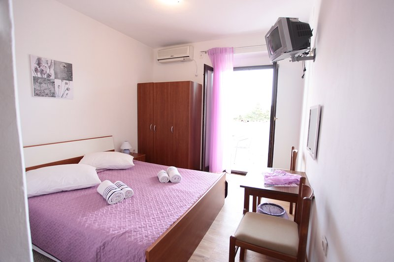 BILI GALEB PURPLE ROOM2, location de vacances à Marina