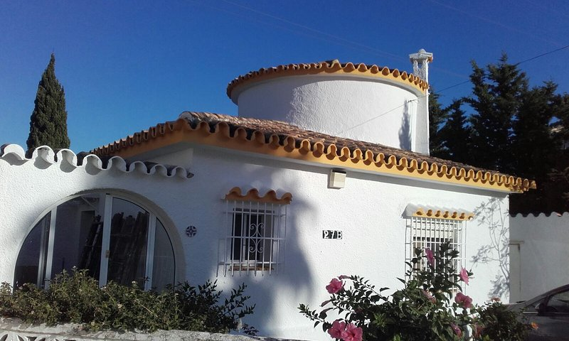 Detached Villa with Private Pool, Sea views and private parking, vacation rental in Arroyo de la Miel