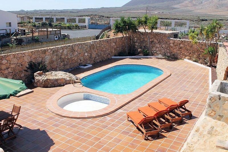 Exclusivo Chalet rústico: piscina, wifi, jacuzzi, barbacoa, satélite, location de vacances à Triquivijate