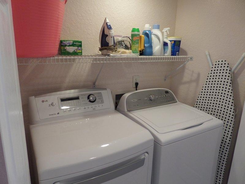 Summer 2016, nueva lavadora y secadora, tabla de planchar, hierro, diferentes líquidos de lavado, etc.