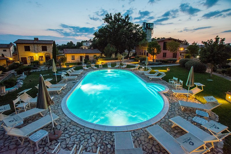 Romantic apartment with swimming pool and wi-fi in San Gimignano ..., casa vacanza a Gambassi Terme