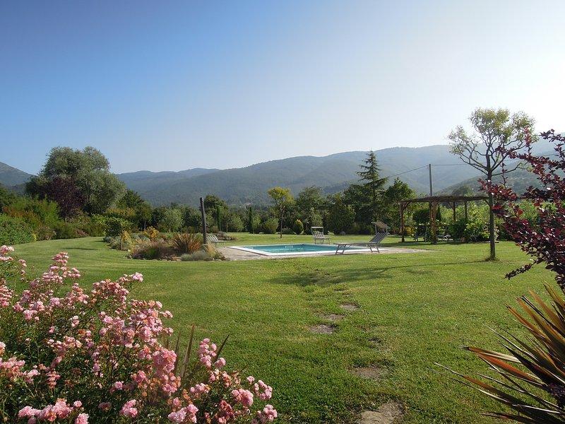Ca'dei Boni, 16th century villa with private pool in beautiful setting, alquiler vacacional en Cortona