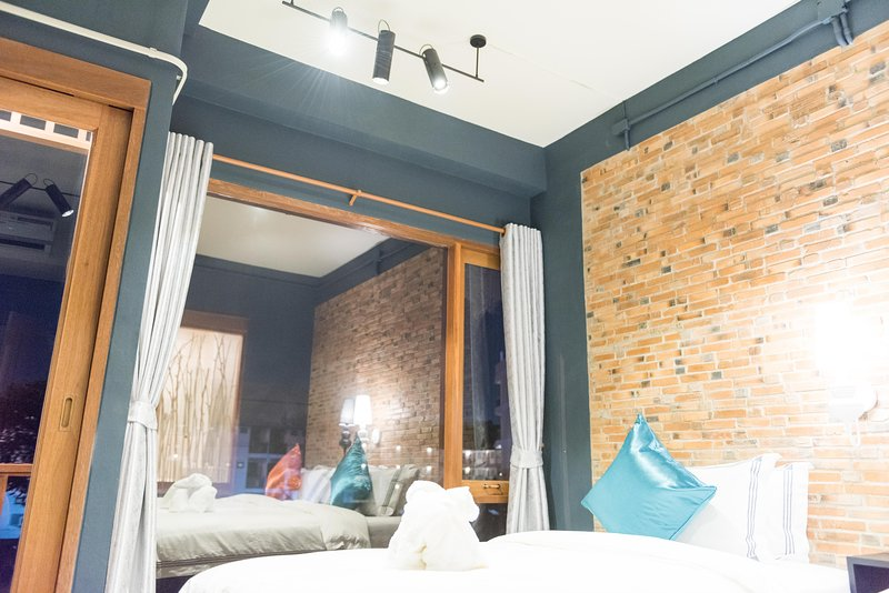 Joyful Thai Boutique Hotel Chiang Mai Deluxe King Room, holiday rental in Chiang Mai