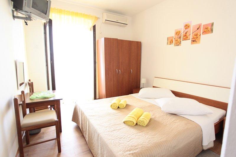 BILI GALEB yellow room, aluguéis de temporada em Marina