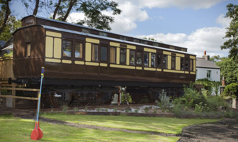 Mevy - a luxuriously appointed Victorian railway carriage, holiday rental in Polbathic