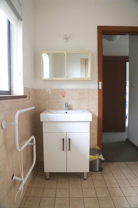 Baño principal con calentador de toallas
