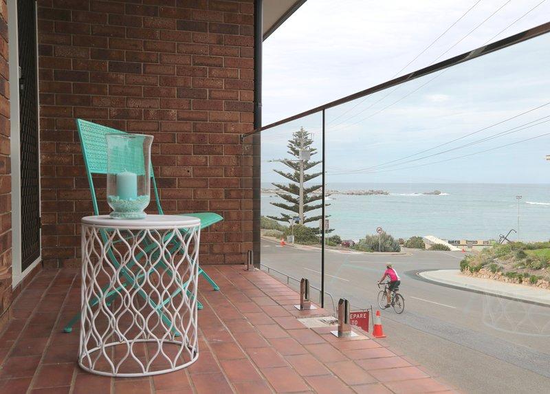 vistas desde el balcón sobre la bahía de herradura